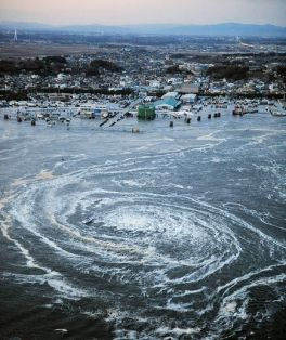 japan-tsunami-earthquake-hits-northeast-whirlpool_33139_600x450
